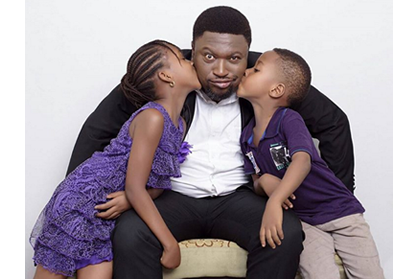 Femi Branch gets kisses from his kids