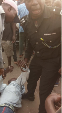 Okada man slumps after he was allegedly kicked by a policeman in Onitsha (photos)