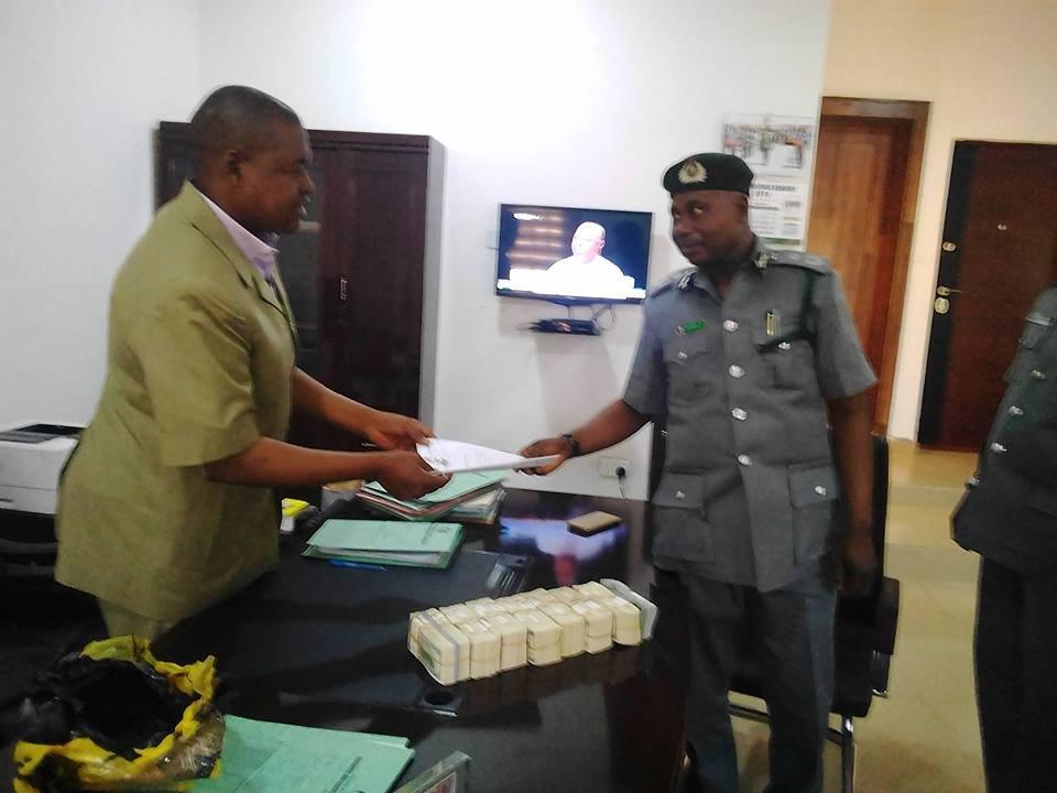 Photos: Customs arrest man with $375,000 at Kaduna International airport