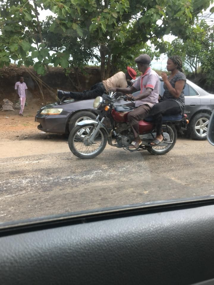 Photos: FRSC official jumps on the moving vehicle of a motorist who refused to stop for him