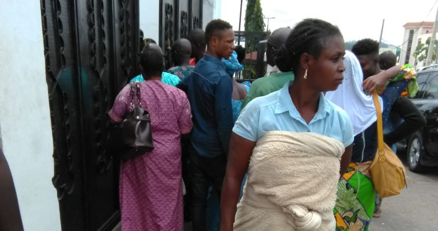 ekiti-election-politicians-share-cash-phones-to-voters-photos-2