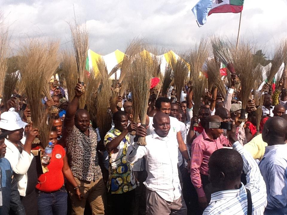 ex-pdp-chairman-in-sokoto-shehu-tambuwal-defects-to-apc-with-10000-supporters-1