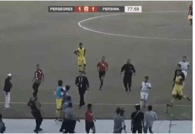 players-beat-referee-mercilessly-chase-him-off-pitch-after-penalty-decision-photos-2