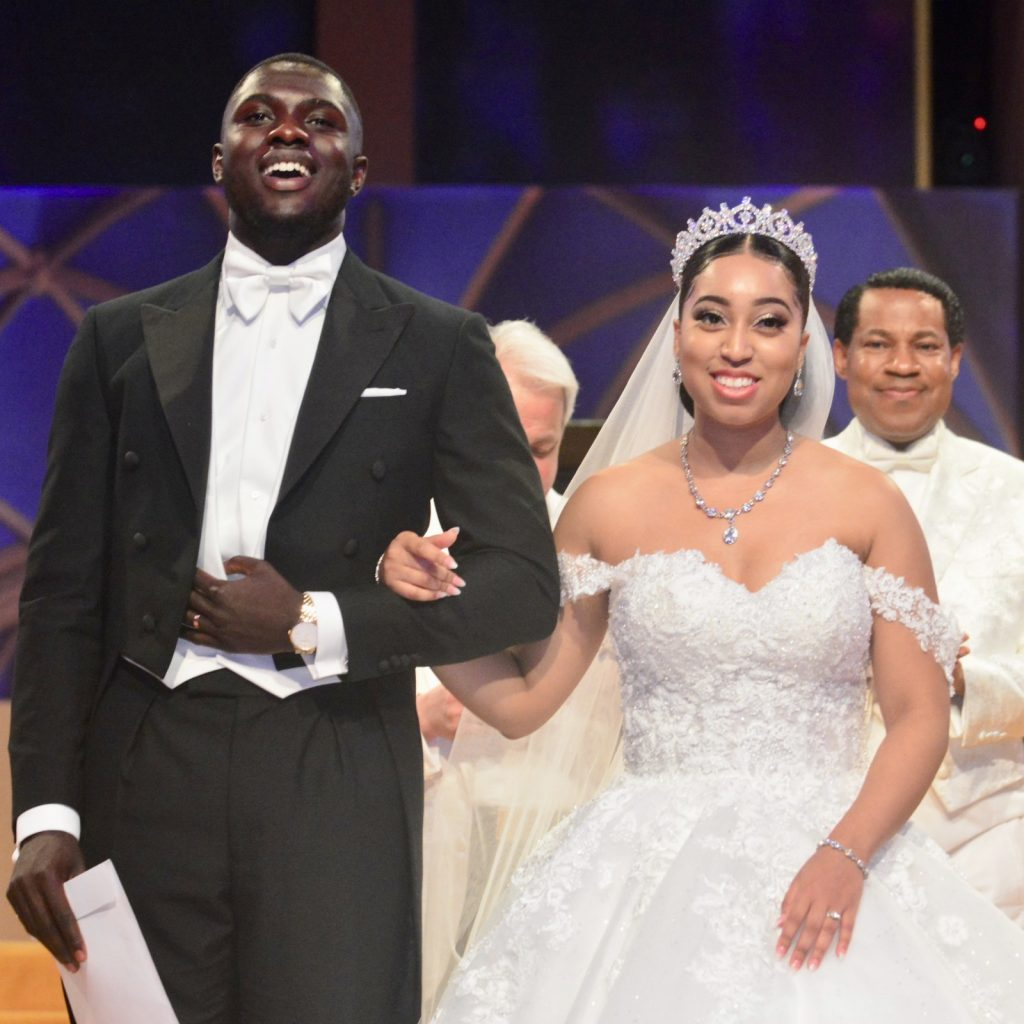 Pastor-Chris-Oyakhilome-daughter-Sharon-Oyakhilome-and-her-Ghanaian-fiance-tie-a-knot-in-a-white-wedding-ceremony.