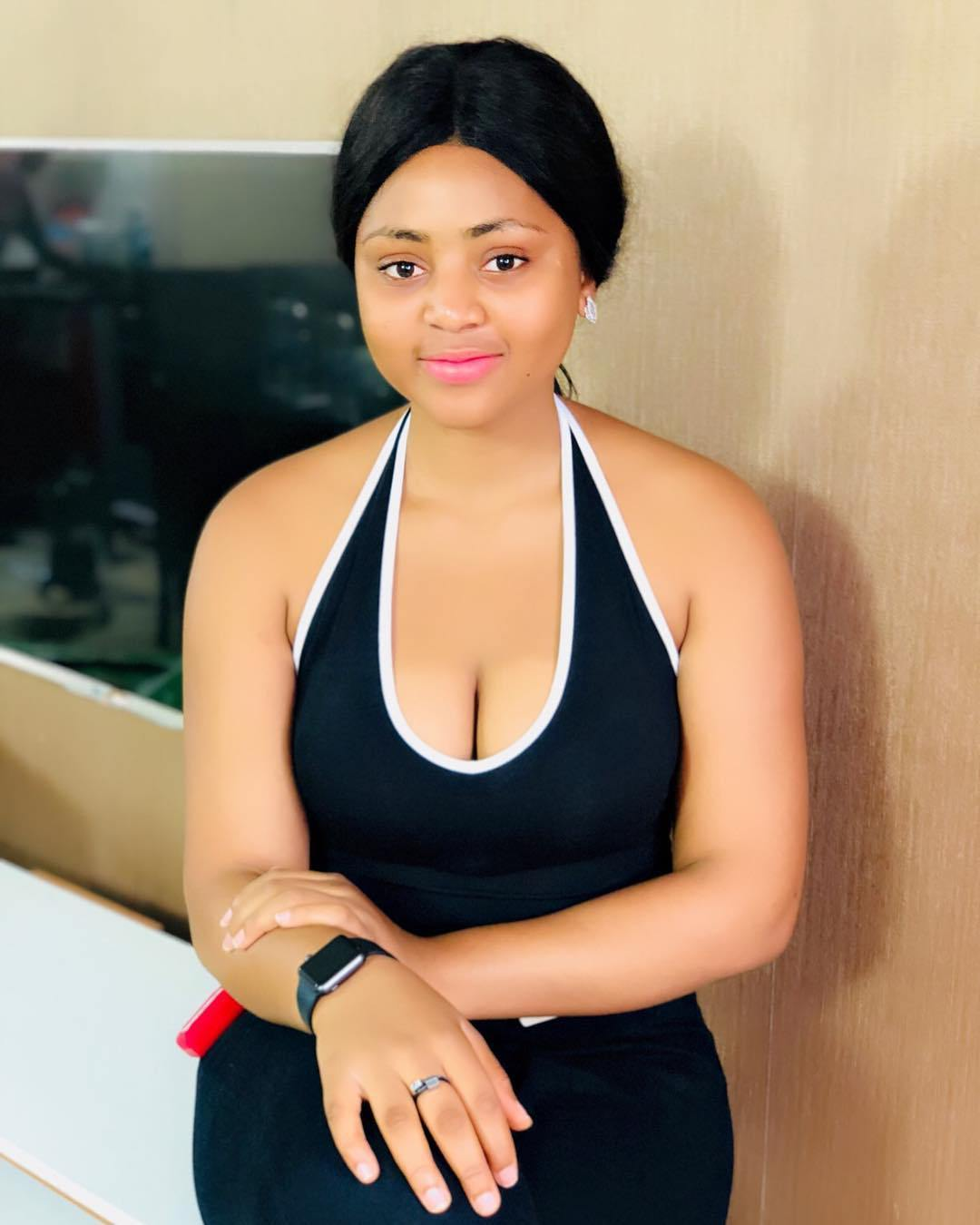 Regina Daniels Shows Off Cleavage Caught Smoking In New Photos Cleavage is the narrow depression or hollow between human breasts. off cleavage caught smoking in new photos