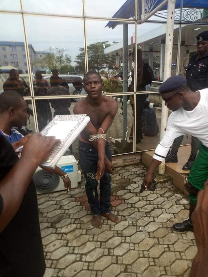 Update: Vigilante group apprehend man who killed 100 level Niger Delta University student over iphone (photos)
