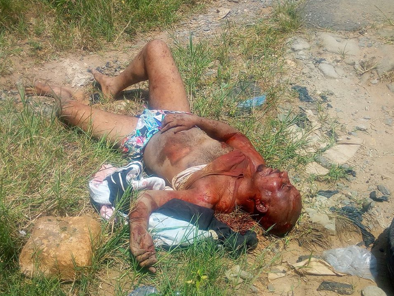 Angry mob lynch suspected thief in Akwa Ibom (graphic photos)