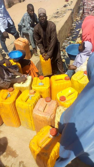 See where residents of Anguwar Bakaro, Bauchi reportedly fetch drinking water