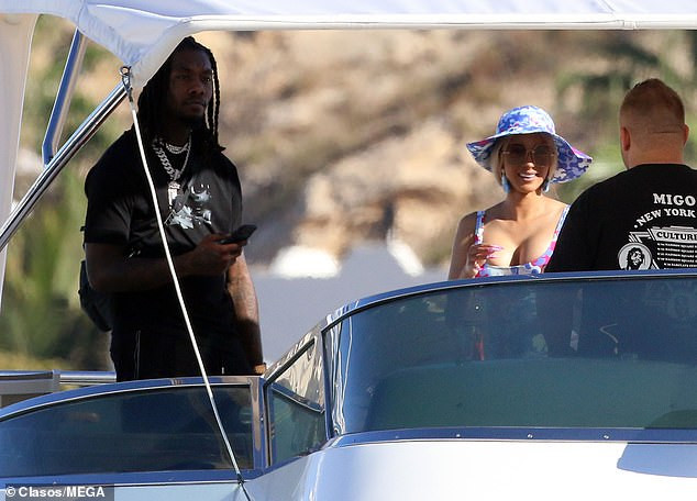 Cardi B and ?husband Offset enjoy romantic gateway in Los Cabos (Photos)