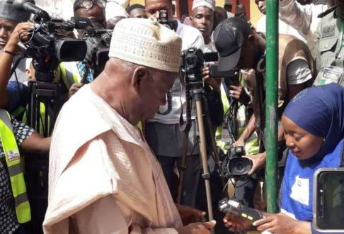 Photos of Ambode, Jonathan, El Rufai and other prominent politicians casting their votes today