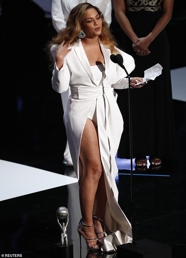 Beyonce puts on eye-popping display as she wins Entertainer of the Year at the 2019 NAACP Image Awards (Photos)