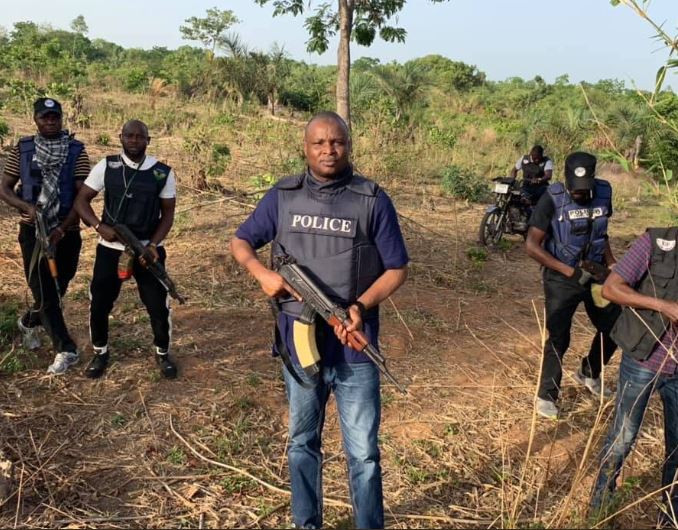 Nigerians react to new photos of supercop,?Abba Kyari and his team hunting down kidnappers along Abuja-Kaduna expressway