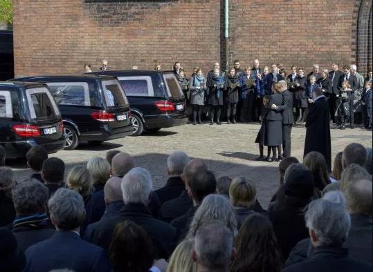 5ccf2bbb8ef50 - Sri Lanka Attack: Burial Ceremony Held For Asos Billionaire's Three Children