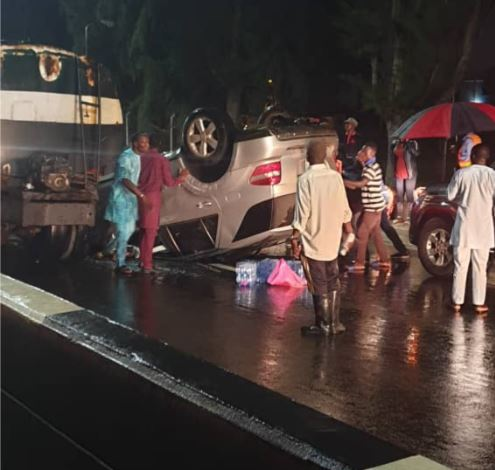 Korede Bello's Manager Rescues Accident Victims From A Tumbled SUV In Lagos