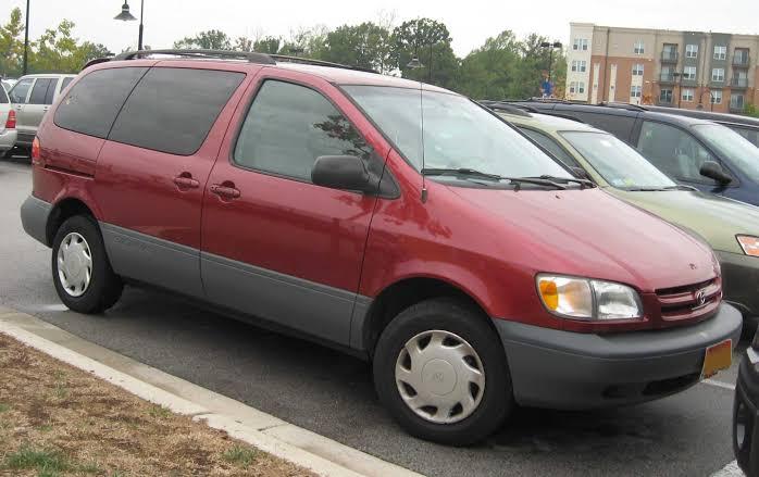 Toyota Sienna 2000