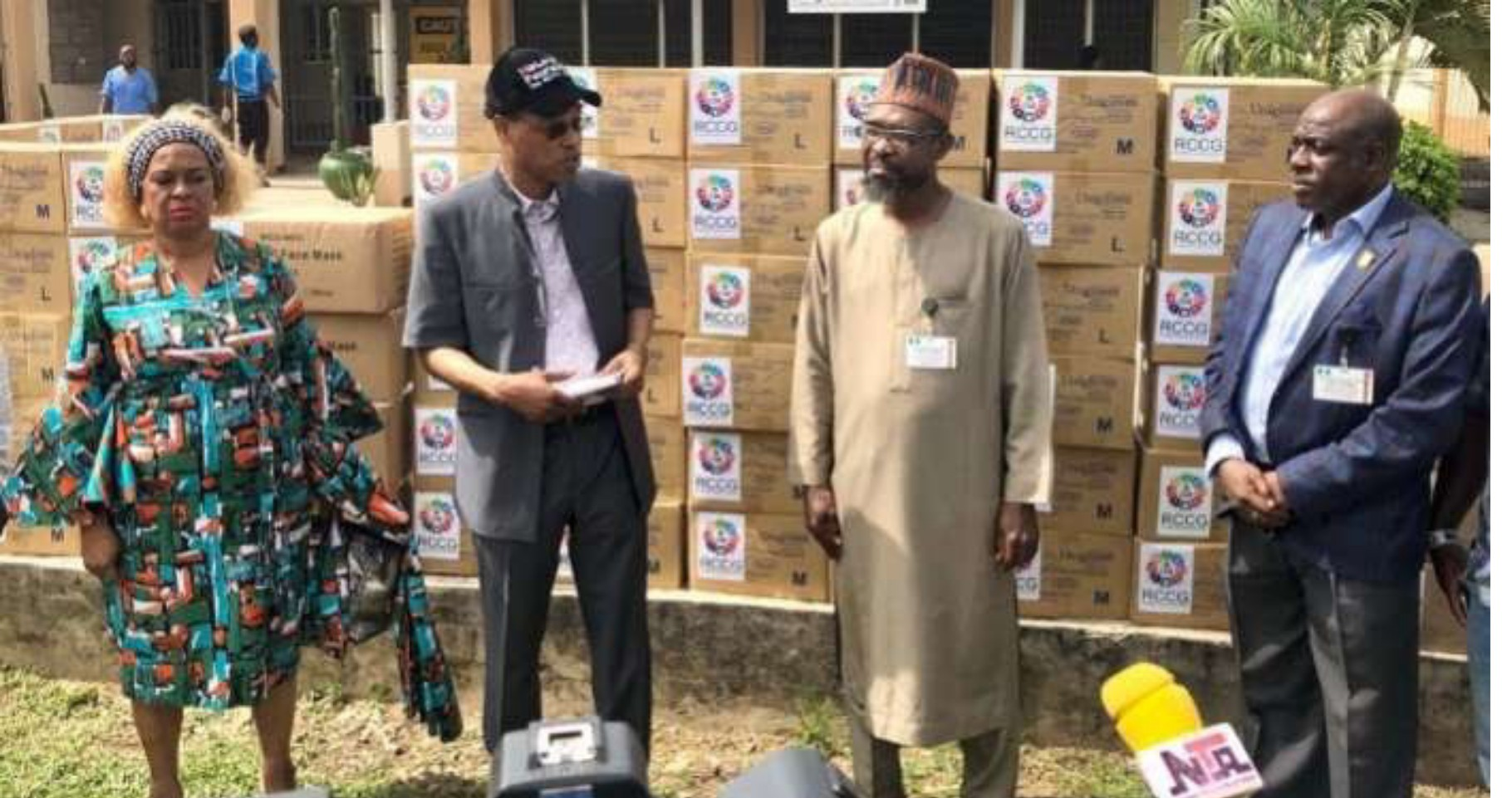 COVID-19: Adeboye donates surgical masks, hand gloves to Lagos govt