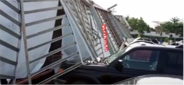 Customers feared trapped as portion of Spar Mall crashes in Calabar, crushes vehicles
