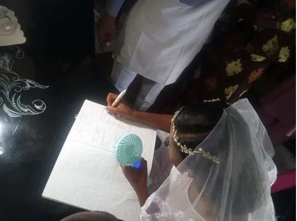 Nigerian couple gets married in living room amidst covid-19 scare