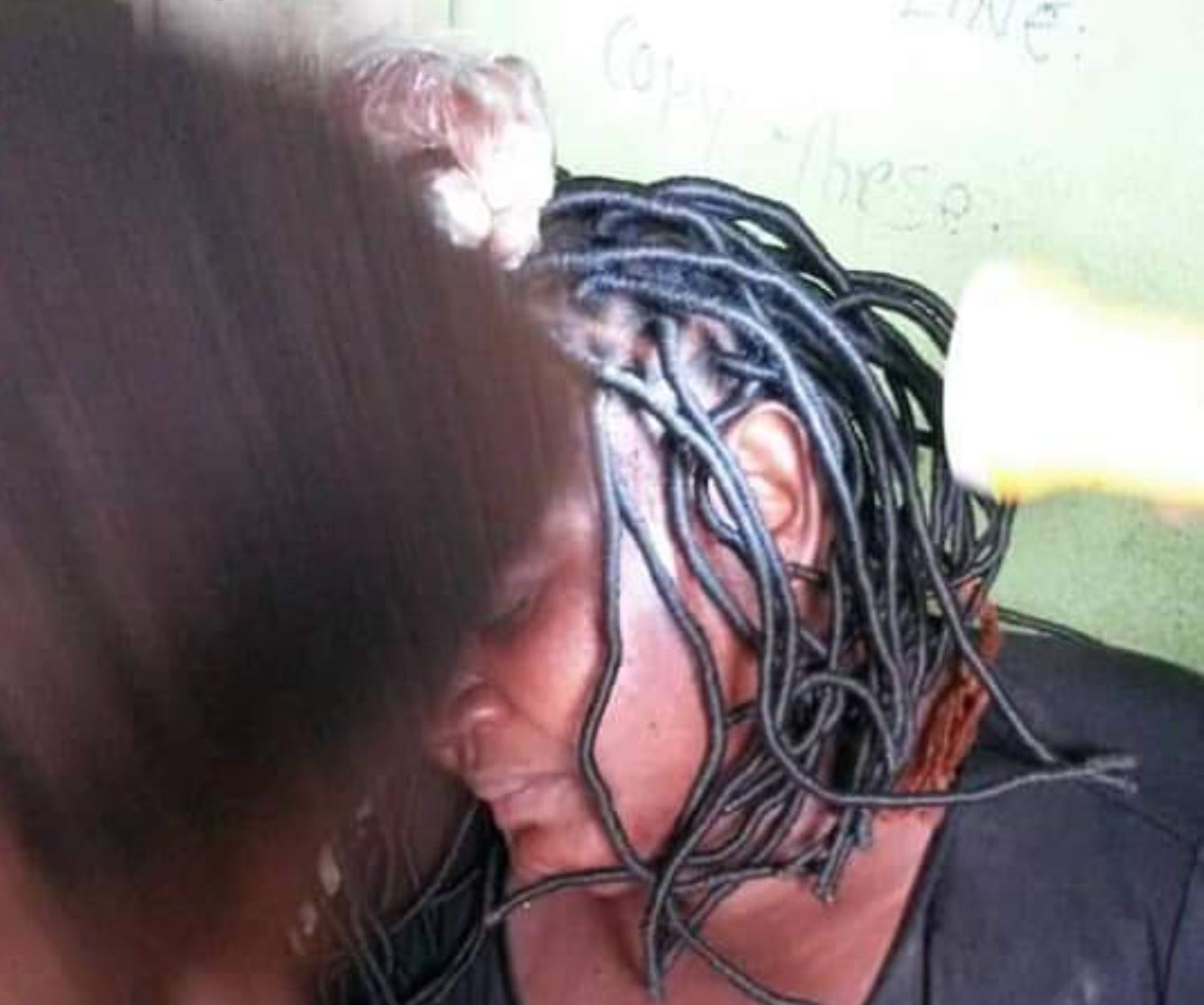 PHOTOS: Nigerian man flees after breaking his wife's head with pestle