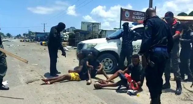 COVID-19: Police Disperse angry youths Protesting over Lockdown in Lagos