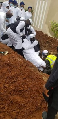 BREAKING: Ajimobi finally buried in Oluyole home, Ibadan amid tight security
