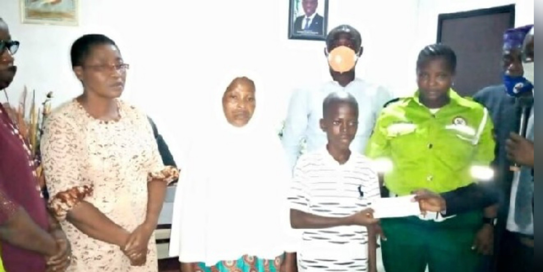 Lagos govt presents N5m cheque to family of slain KAI official