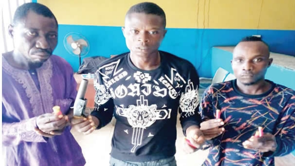 Police arrest two fleeing robbers and their herbalist in Oyo and Osun