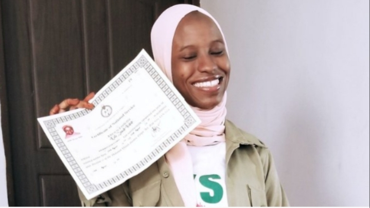 Nigerian lady, Zainab who was accused and wrongly jailed for carrying drugs in Saudi Arabia completes NYSC