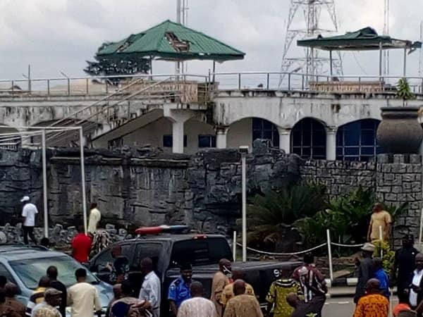 Suspected hoodlums attack protesting pensioners at Imo government house