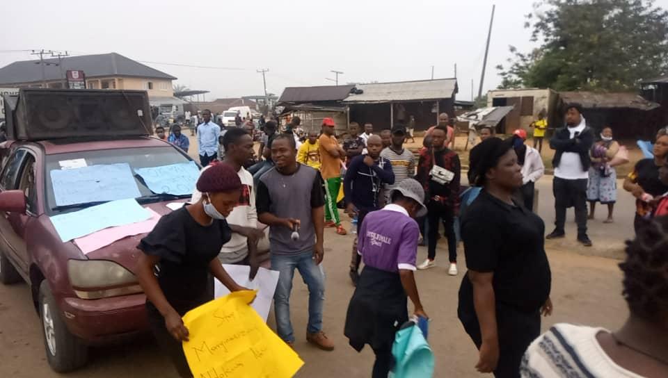 Delta Community Youths Block Kwale/Asaba Expressway