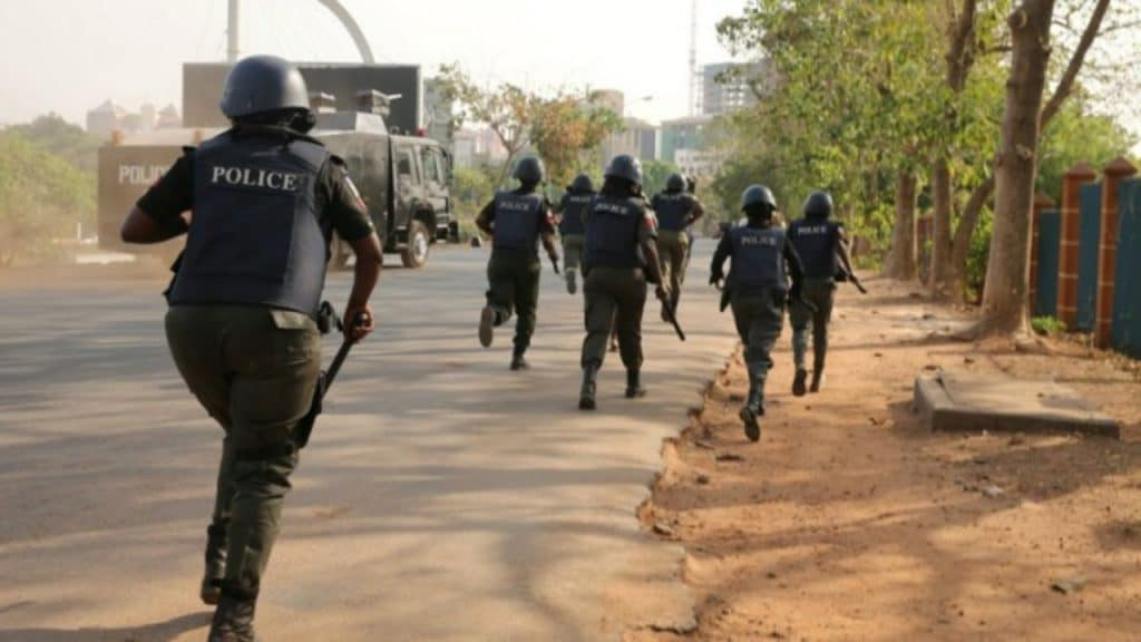 Policemen chasing suspected internet fraudster shoots girl in Delta