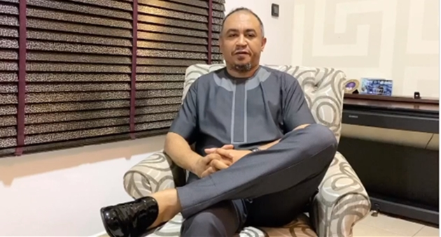 "Daddy Freeze apologizes to Bishop David Oyedepo for referring to him as a ""Bald-headed fowl"" (video)"