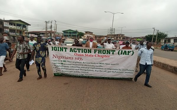 Protesters storm Osogbo streets over hike in petrol, electricity