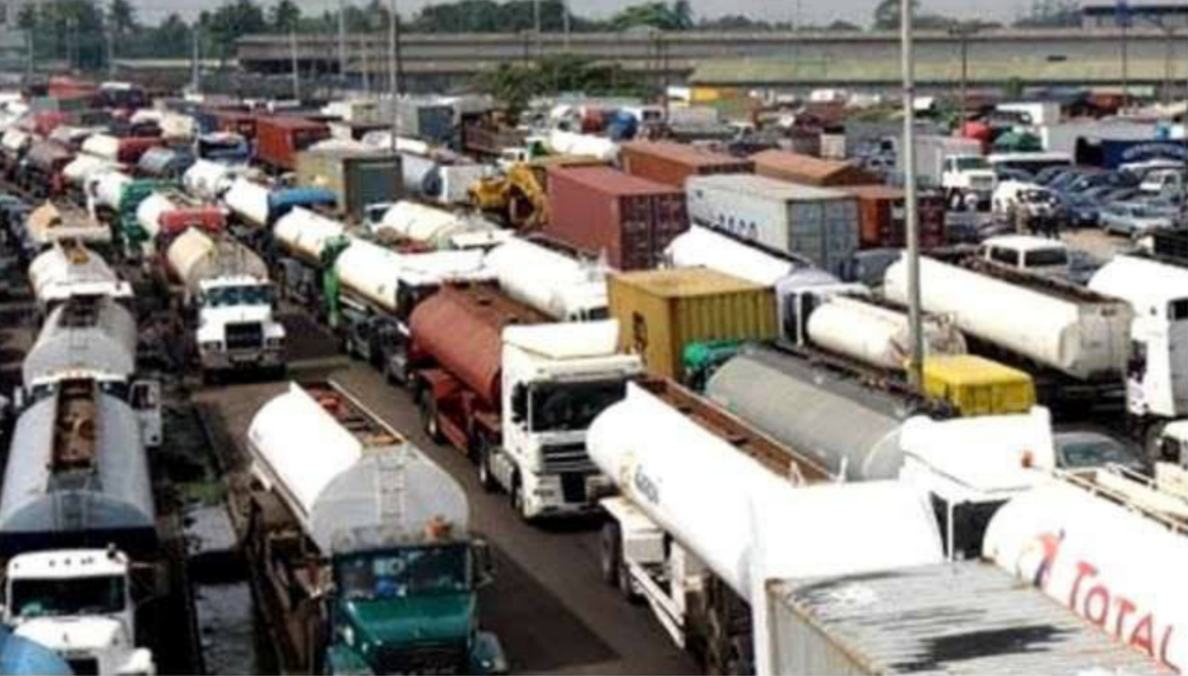 Fuel crisis looms as fuel tanker drivers cut off northern distribution over Niger's roads closure