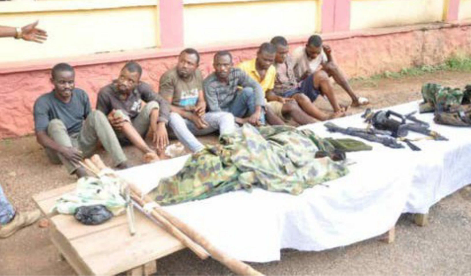 Ogun Police arrest 6 suspected armed robbers operating in military camouflage