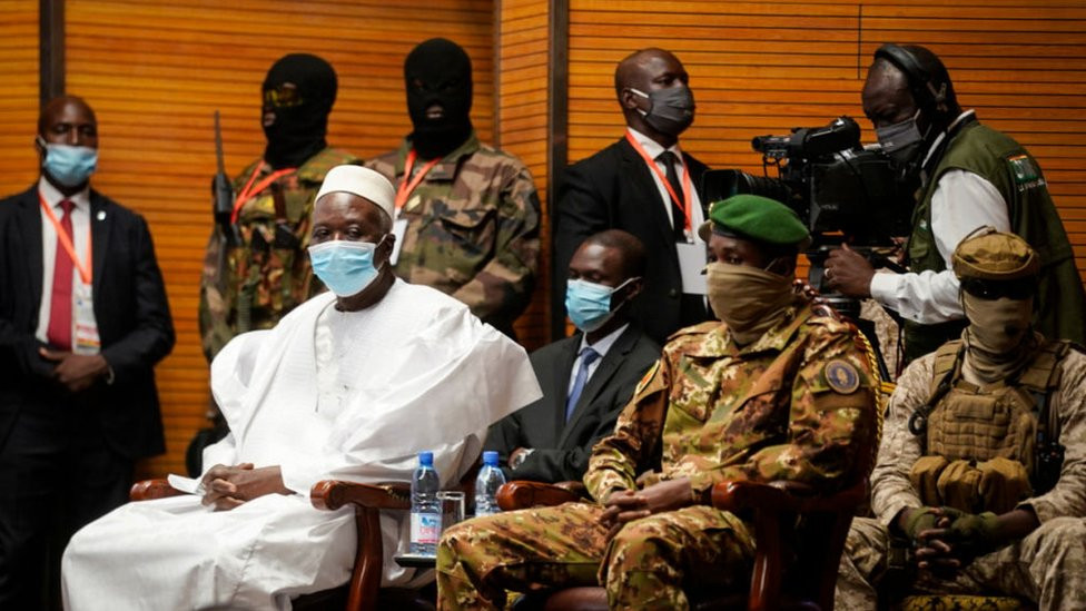 PHOTOS: Rtd. Colonel Bah Ndaw sworn in as Mali transition President