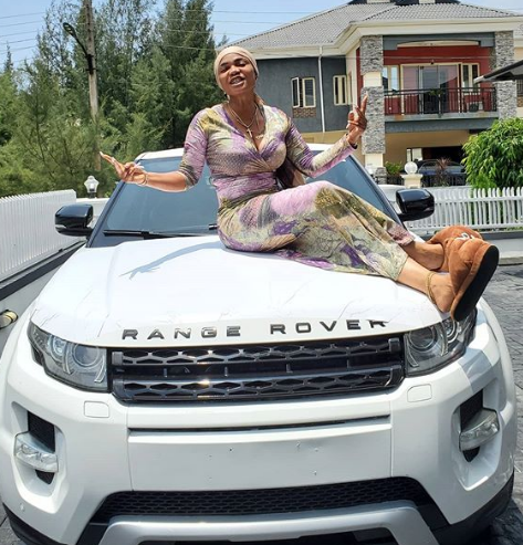 Nollywood actress, Iyabo ojo becomes a owner of the latest Range Rover SUV
