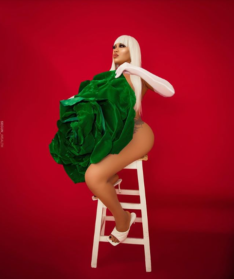 Toyin Lawani goes naked with a giant green flower to celebrate Nigeria's 60th independence day (photos)