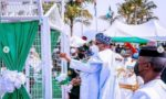 Pigeons released by President Buhari refuse to fly at armed forces remembrance (VIDEO)