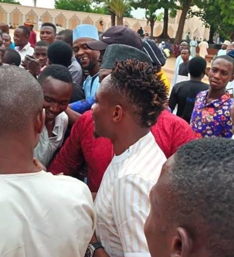 Football fans mob Super Eagles striker, Ahmed Musa at National?mosque In Abuja (Photos)?