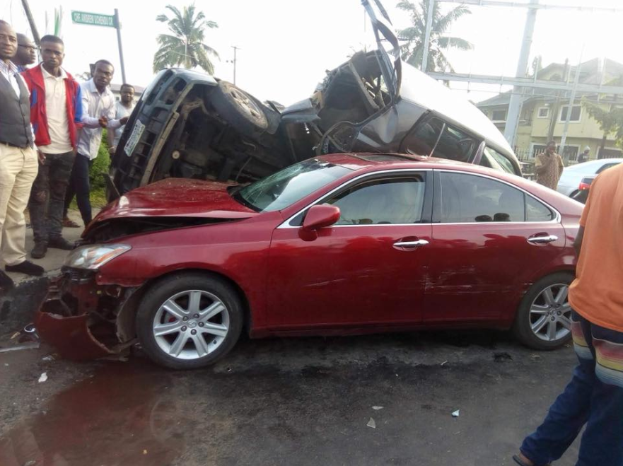 Photos from unusual accident involving multiple vehicles in Port Harcourt