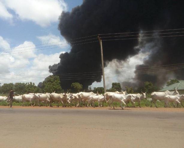 Photos:?Fire guts NNPC?depot in Niger State