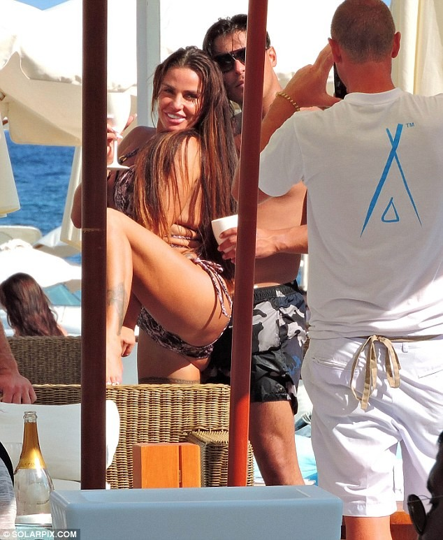 Katie Price, 40, spotted smooching new toyboy lover Alex Anderson, 25, less than 24 hours after split from, 29-year-old Kris Boyson (Photos)